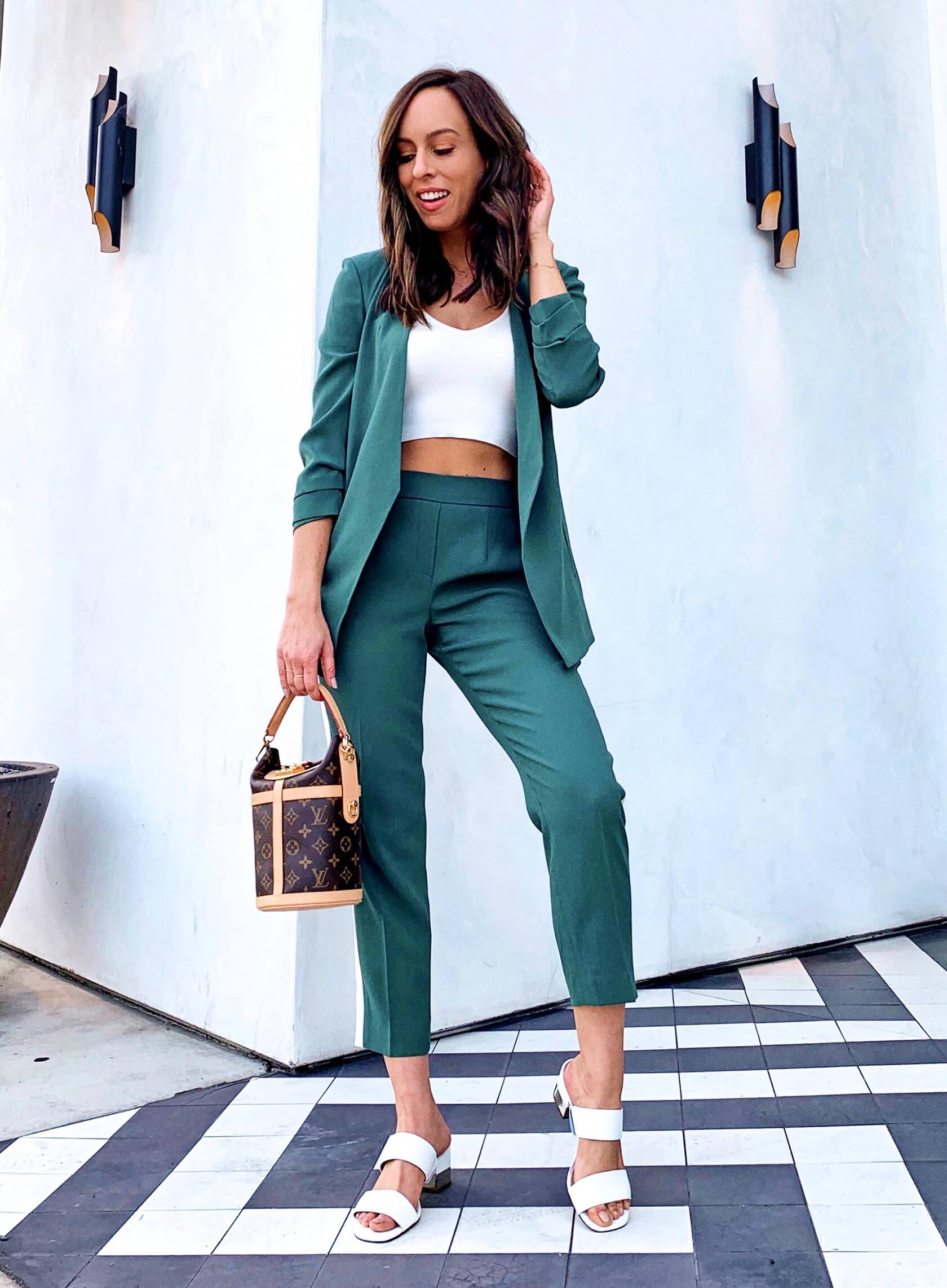 Embellir son look vestimentaire avec un tailleur pantalon