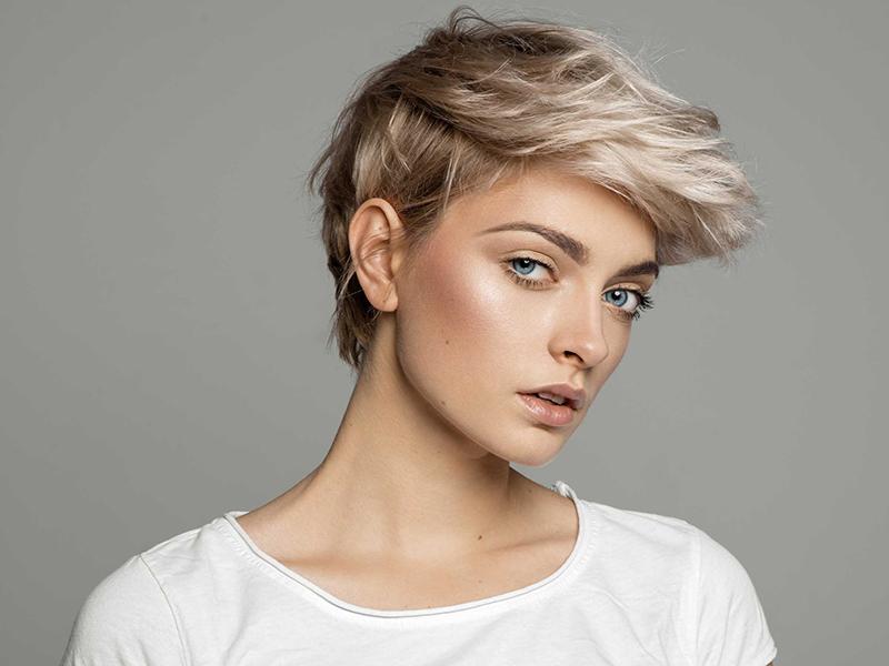 Comment être féminine avec une coupe garçonne?